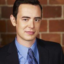 Colin Hanks in una immagine promozionale della serie The Good Guys