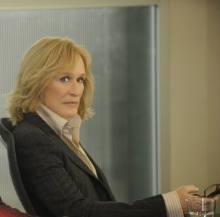 Glenn Close in una scena della premiere della stagione 3 di Damages