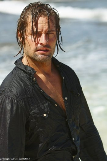 Josh Holloway in una scena dell'episodio The Last Recruit di Lost