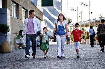 Elio Germano, Luca Giannetti, Isabella Ragonese e Damiano De Laurentis in una scena del film La nostra vita