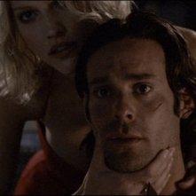 Tricia Helfer con James Callis nel film Battlestar Galactica