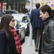 Ugly Betty: Freddy Rodriguez ed America Ferrera in una scena dell'episodio London Calling