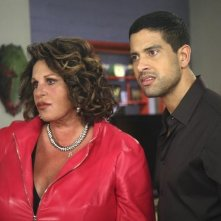Ugly Betty: Lainie Kazan ed Adam Rodriguez nell'episodio Fire and Nice