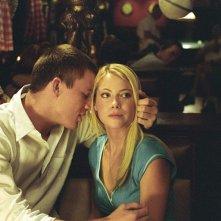 Duke (Channing Tatum) e Olivia (Laura Ramsey) in un momento del film She's the Man