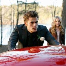 Stefan (Paul Wesley) in abito elegante per la cerimonia dell'episodio Miss Mystic Falls di Vampire Diaries