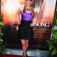 Debby Ryan alla première del film The Last Song all'ArcLight theater di Hollywood