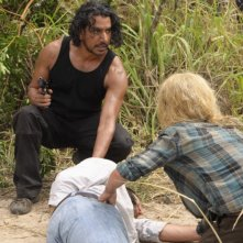 Emilie de Ravin e Naveen Andrews nell'episodio The Cadidate di Lost