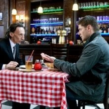 Jensen Ackles e Julian Richings in un momento dell'episodio Two Minutes to Midnight di Supernatural