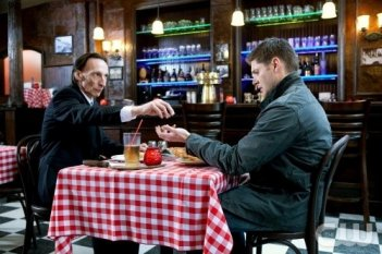 Jensen Ackles e Julian Richings nell'episodio Two Minutes to Midnight di Supernatural