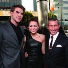 Liam Hemsworth, Miley Cyrus e Adam Shankman alla première del film The Last Song all'ArcLight theater di Hollywood