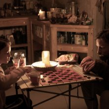 Viggo Mortensen e Kodi Smit-McPhee in un'immagine del film The Road