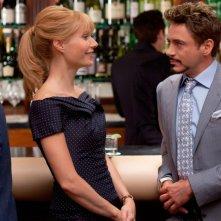 Gwyneth Paltrow e Robert Downey Jr. in una sequenza di Iron Man 2