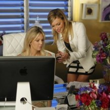 Katie Cassidy ed Heather Locklear nell'episodio Wilshire di Melrose Place
