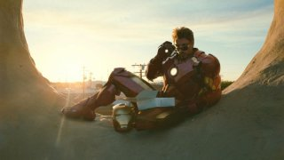 Un'immagine da cartolina per Tony Stark (Robert Downey Jr) dal film Iron Man 2