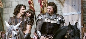 Danny McBride, James Franco e Zooey Deschanel cavalcano insieme in Your Highness