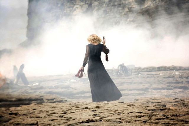 Doctor Who: Alex Kingston in una scena dell'episodio The Time of Angels