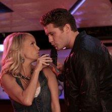 Kristin Chenoweth e Matthew Morrison in una scena dell'episodio Home di Glee