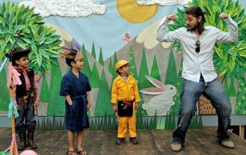 Una simpatica immagine di Diego Luna sul set del suo Abel.