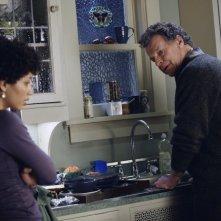 Fringe: Jasika Nicole e John Noble nell'episodio Northwest Passage