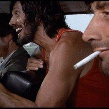 George Eastman con Don Backy e (sullo sfondo) Maurice Poli in una scena del thriller Semaforo Rosso