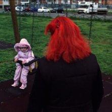 Patrizia Gerardi e la piccola Asia Crippa in una scena del film Non è ancora domani