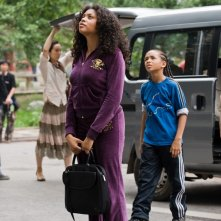 Dre (Jaden Smith) e la madre (Taraji P. Henson) nel remake di Karate Kid, 2010