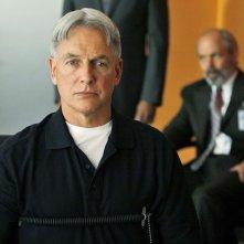 Gibbs (Mark Harmon) alla macchina della verità con T.C. Fornell (Joe Spano) nell'episodio Moonlighting di NCIS