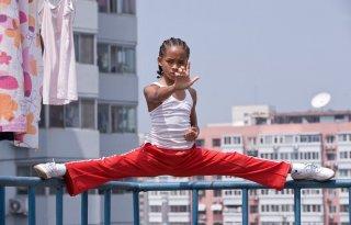 Jaden Smith durante un'allenamento in una scena del film Karate Kid