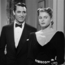 Cary Grant e Ingrid Bergman sono i protagonisti del film Notorious - L\'amante perduta