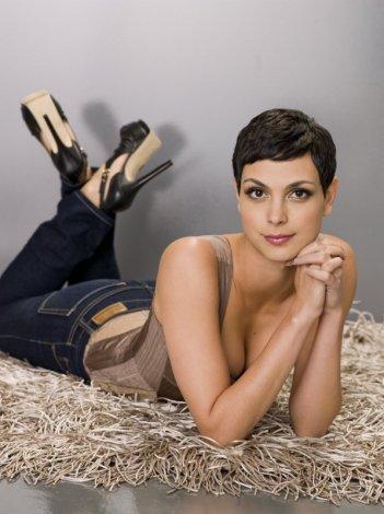Morena Baccarin è Anna, leader dei Visitors nella nuova serie V
