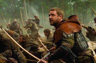 Russell Crowe in una scena d'azione del film Robin Hood