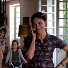 Chiara Caselli con le piccole Alice Gautier e Manelle Driss in una scena del film Le père de mes enfants (2009)