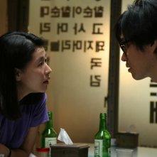 Una scena del film corano Hahaha, diretto da Hong Sang-soo