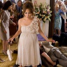 Zoe (Jennifer Lopez) col pancione nella commedia Piacere, sono un po' incinta