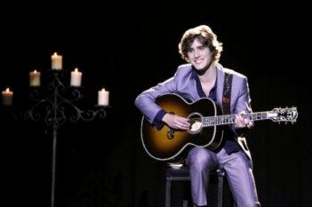 90210: Diego González in un momento dell'episodio Javianna