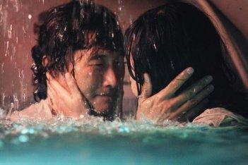 Yunjin Kim e Daniel Dae Kim nell'episodio The Cadidate di Lost