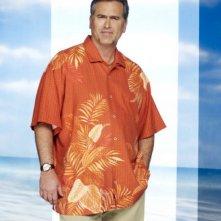 Bruce Campbell è Sam Axe in una foto promozionale della stagione 4 di Burn Notice