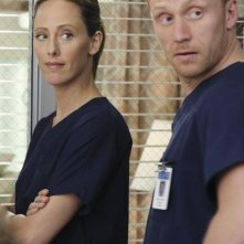 Grey's Anatomy: Kevin McKidd e Kim Raver nell'episodio Shiny Happy People