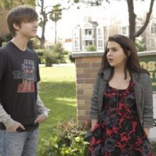 Mae Whitman e Miles Heizer nell'episodio The Big O di Parenthood