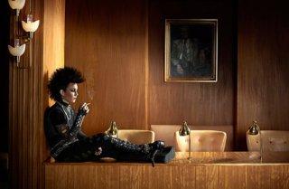 Noomi Rapace nel film che l'ha resa famosa, La regina dei castelli di carta
