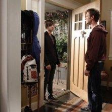 Parenthood: Miles Heizer e Peter Krause in una scena dell'episodio Perchance to Dream
