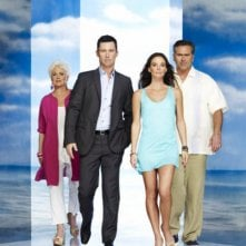 Sharon Gless, Jeffrey Donovan, Gabrielle Anwar e Bruce Campbell in un'immagine promozionale della stagione 4 di Burn Notice
