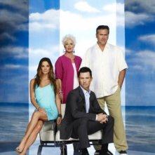 Sharon Gless, Jeffrey Donovan, Gabrielle Anwar e Bruce Campbell in una foto promozionale della stagione 4 di Burn Notice