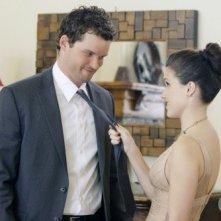 Brooke (Sophia Bush) afferra per la cravatta il suo uomo (Austin Nichols) nell'episodio Almost Everything I Wish I'd Said the Last Time I Saw You