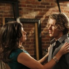 Daphne Zuniga e Mitch Ryan in una scena dell'episodio Every Picture Tells a Story di One Tree Hill