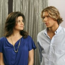 Victoria (Daphne Zuniga) e Alex (Mitch Ryan) nell'episodio What's In The Ground Belongs To You di One Tree Hill