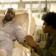 Greer (Jamil Walker Smith) assiste il padre (Sean Blakemore) malato nell'episodio Lost di Stargate Universe