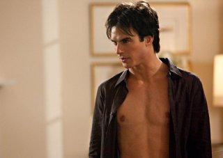 L'affascinante Damon Salvatore (Ian Somerhalder) nell'episodio Isobel di The Vampire Diaries