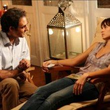 Ahmed Hafiene e Kasia Smutniak in una sequenza di Scontro di civiltà per un ascensore a Piazza Vittorio