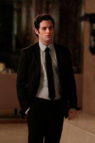Dan (Penn Badgley) in giacca e cravatta nell'episodio Ex-Husbands and Wives di Gossip Girl